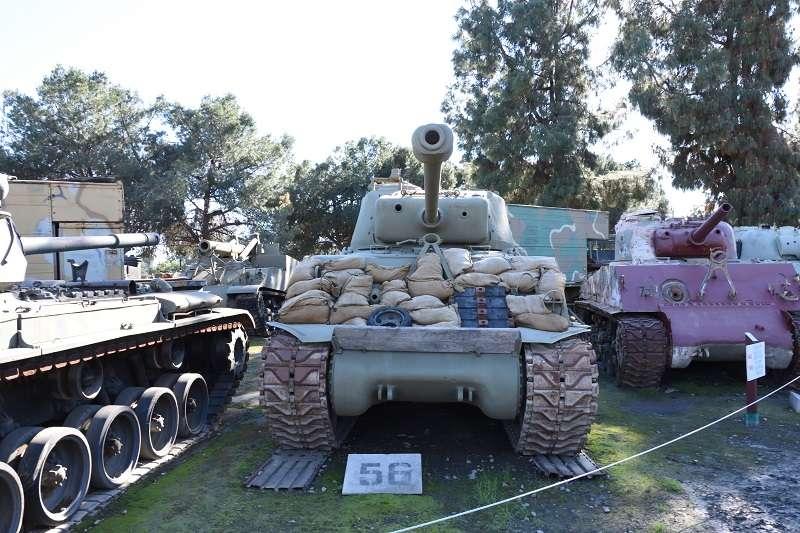 20190408-雪曼戰車是二戰期間美國最具代表性的主力戰車,雖然在歐洲戰場上仍不敵德國的虎式,但是在亞洲太平洋戰場上卻輾爆日軍。這輛陳列於美國軍事博物館的雪曼為M4A3E8超級雪曼,國軍在印緬戰場上用來掃蕩日軍的則屬M4A4型。(作者提供)