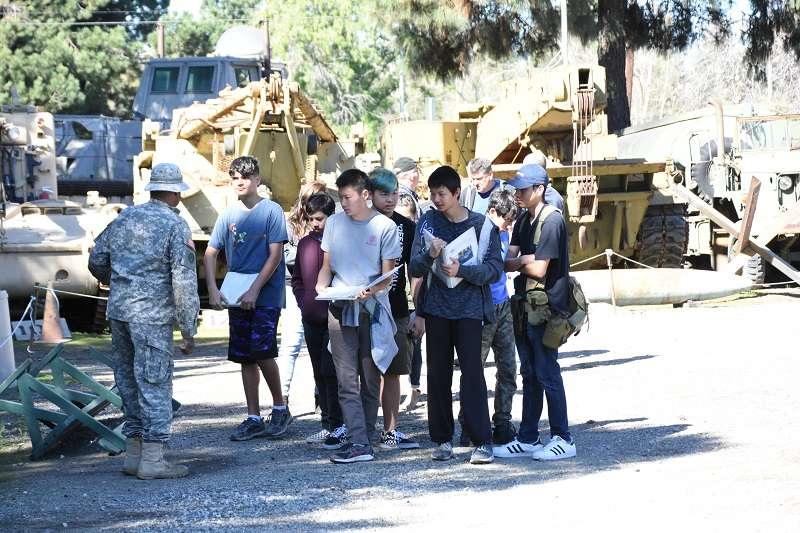 20190408-美國軍事博物館與美國陸軍合作,向南加州地區的青年學子進行全民國防教育。(作者提供)