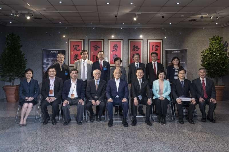 行政院長蘇貞昌4月9日到智邦科技參訪,承諾會好好解決台商回台投資的問題。(新竹市政府提供)