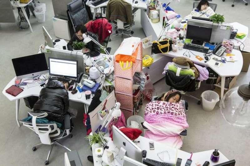在中國,程序員群體曾被很多人視為勤勞肯乾的象徵,他們似乎很少向外界表達自己的聲音。但現在,一場由他們發起的在線抗議在中國互聯網上流行起來。(BBC中文網)