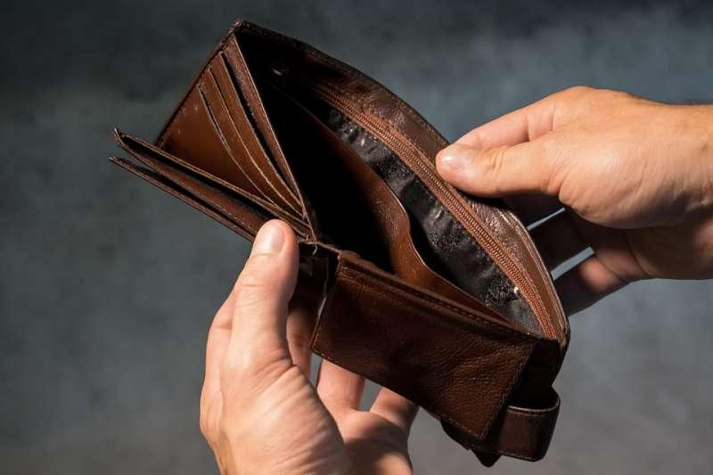不會理財的人,也不會理人生,所以不管財神爺怎麼愛他,他連拿到的紅包都會變成釘子!(示意圖/ Chronomarchie @pixabay)