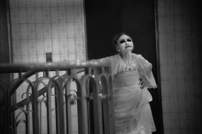 橫濱瑪麗無奈成為了一名慰安婦,而後成為橫濱活歷史,即便不被外人認同,仍用尊嚴活出她精采的一生......(圖/取自youtube)