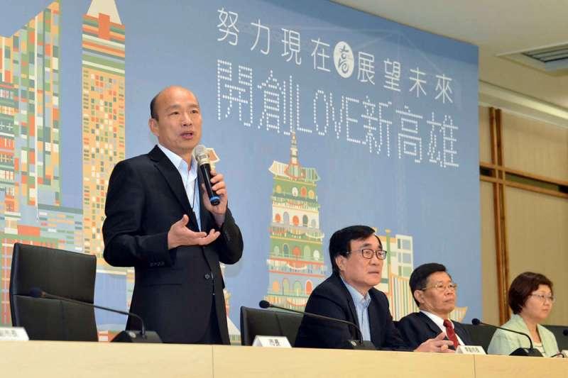 韓國瑜(左)若最後被勸進,李四川(左二)將得扛起高雄市政。(高雄市政府提供)