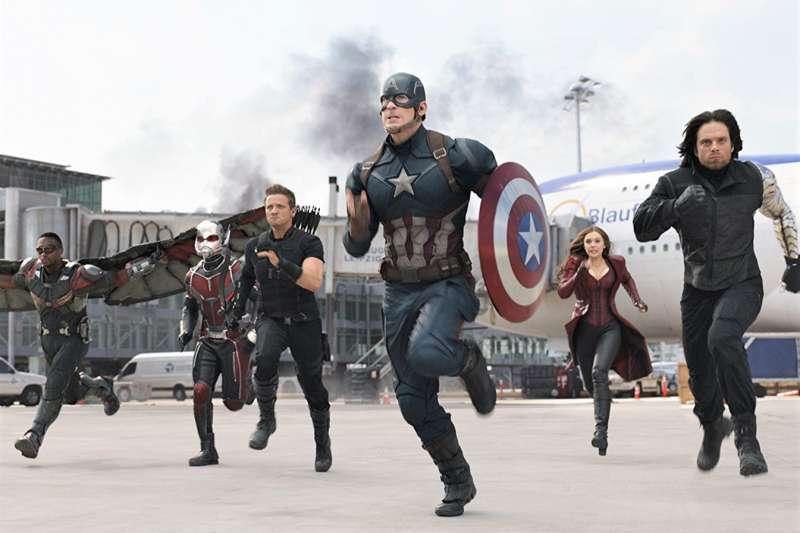 為什麼《復仇者聯盟》的英文是 The Avengers 而不是 The Revengers? (圖imdb官網)