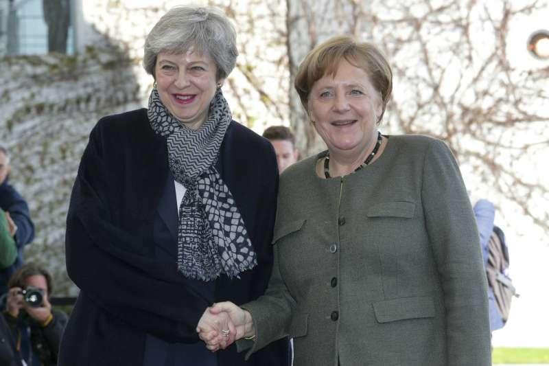英國延後脫歐:英國首相梅伊與德國總理梅克爾(AP)