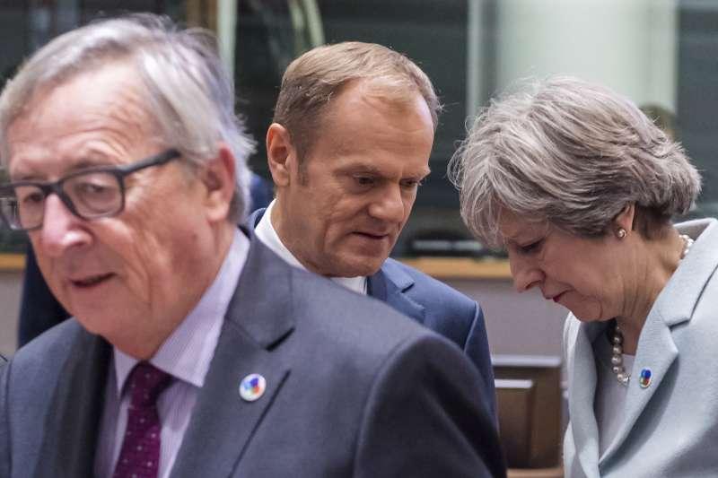 英國延後脫歐:英國首相梅伊與歐洲理事會主席圖斯克,前為歐盟執委會主席容克(AP)