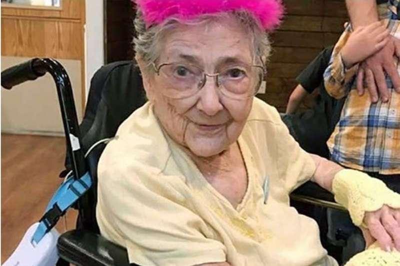 她的內臟幾乎錯位,卻活了99年。(圖/取自IFLScience網頁)