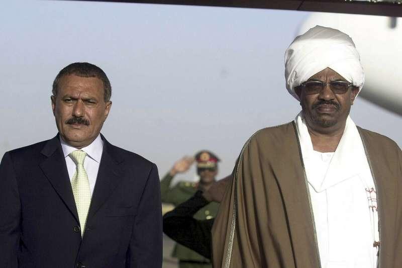 蘇丹獨裁強人巴希爾(Omar al-Bashir,右)與葉門前總統薩利赫(AP)