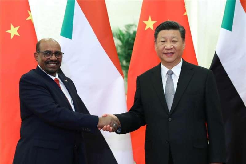 蘇丹獨裁強人巴希爾(Omar al-Bashir)與中國中國國家主席習近平曾多次會晤(取自網路)