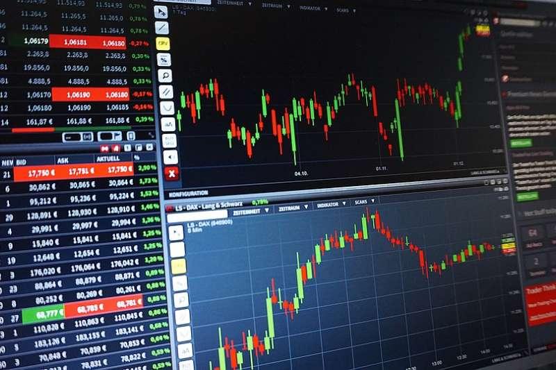 「分散多元」、「定額投資」、「停利停損」與「持續投入」就是很棒的存股紀律。(示意圖/ PIX1861 @pixabay)