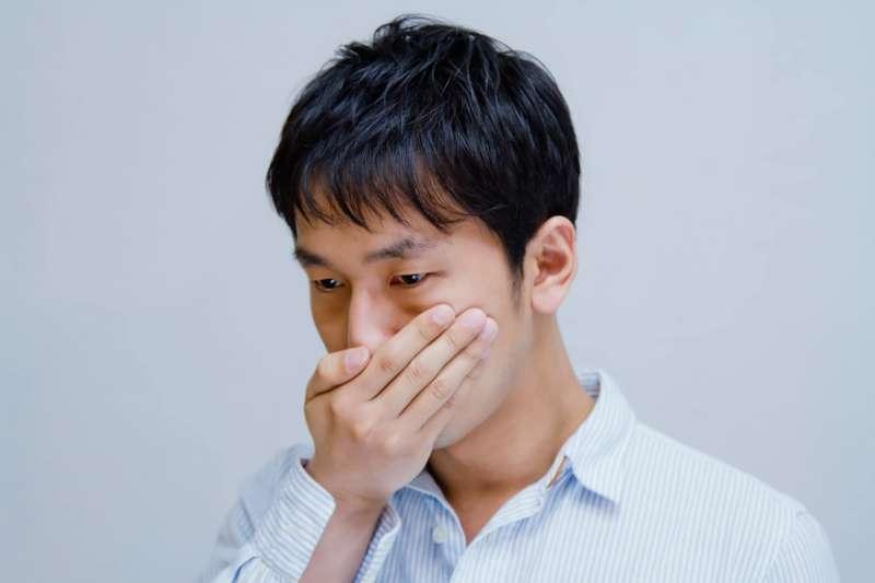 擺脫不了的口臭,讓你到哪裏都不受歡迎,原因是肝臟不好嗎?(資料照,示意圖非本人/Pakutaso)