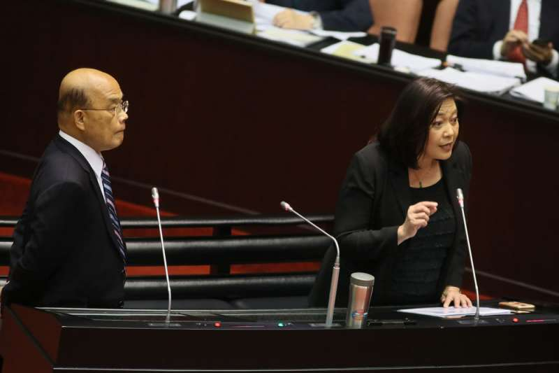 蘇貞昌(左)一句「誰都管它不到,但它也什麼都不管」,最終讓原NCC主委詹婷怡(右)黯然下台。(柯承惠攝)