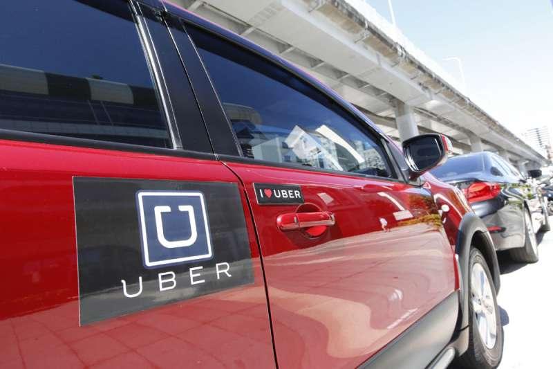 交通部預告的修法內容,幾乎排除小客車租賃業與Uber合作的生意。(郭晉瑋攝)
