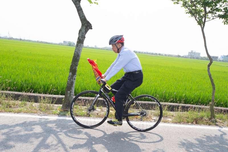 20190412-台北市長柯文哲12日從嘉義出發,繼續參與大甲媽祖遶境行程。(柯粉俱樂部提供)