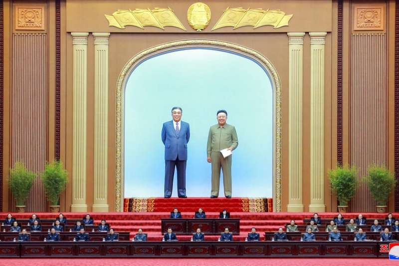 北韓領導人金正恩在平壤萬壽台議事堂發言。(美聯社)