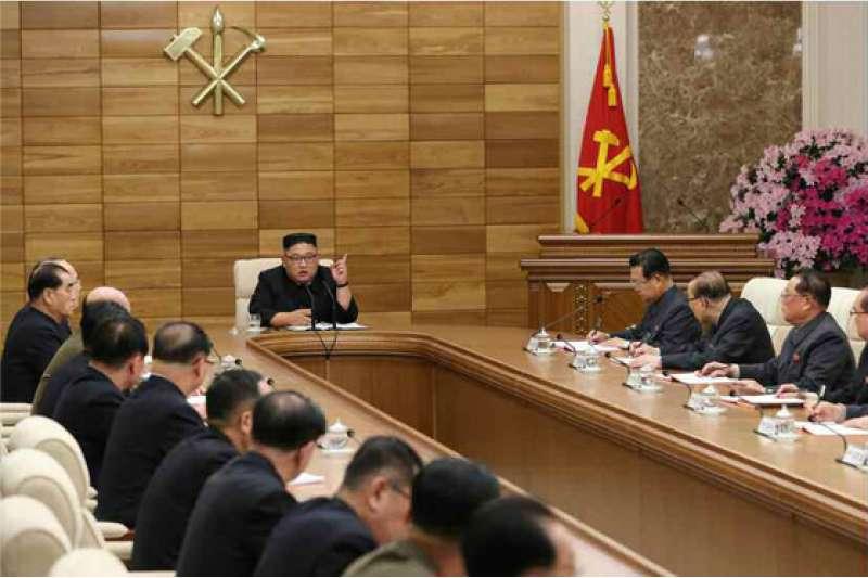 金正恩在朝鮮勞動黨中央擴大會議發言。(勞動新聞)