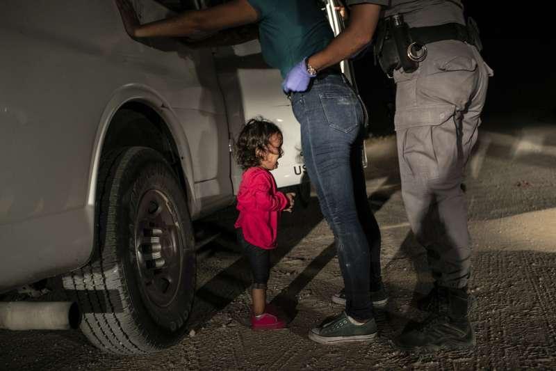 2019年世界新聞攝影大賽(WPP),「年度照片」〈邊界的哭泣女孩〉(Crying Girl on the Border)(AP)