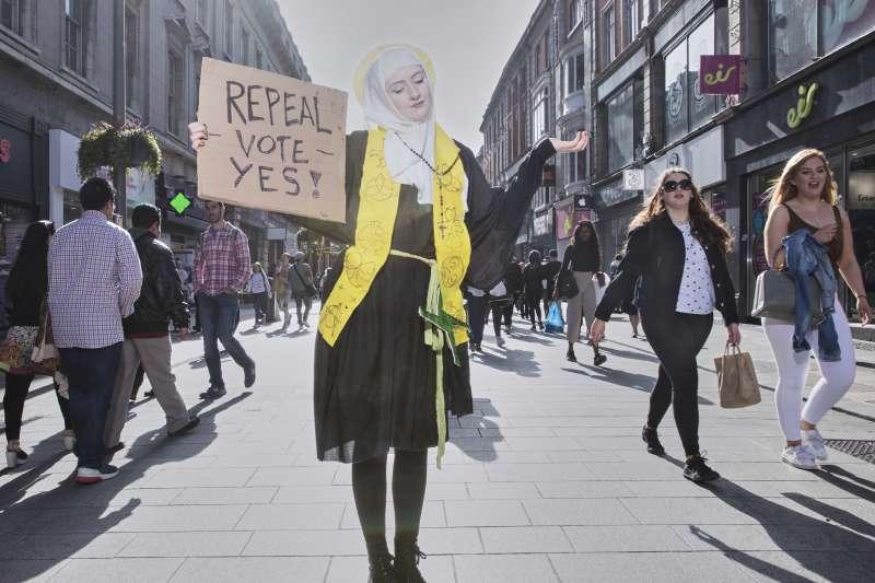 2019年世界新聞攝影大賽(WPP),〈果實有福了:愛爾蘭推翻墮胎禁令的抗爭〉榮獲「當代議題類─組圖首獎」(AP)