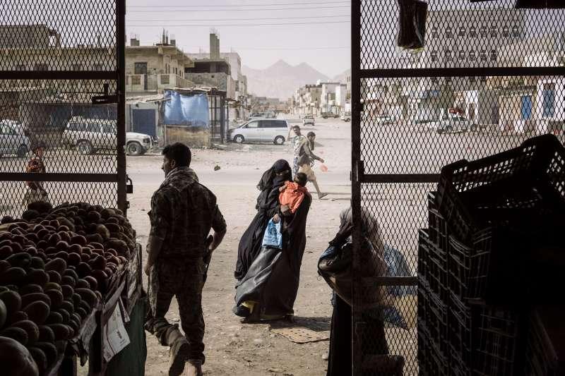 2019年世界新聞攝影大賽(WPP),〈葉門危機〉(Yemen Crisis)榮獲「一般新聞類─組圖首獎」(AP)