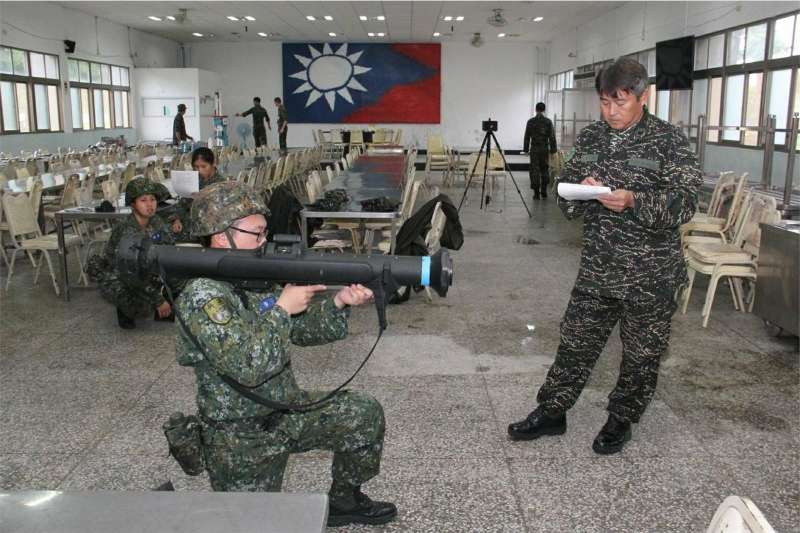 為強化台北衛戍實力,提升整體中樞防衛能量,憲兵指揮部規劃以兩年編列5185萬元,確定向國家中山科學研究院採購「紅隼」反裝甲火箭。(青年日報攝)