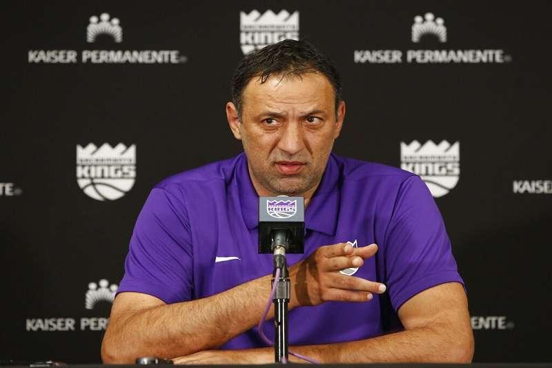 國王總管迪瓦茲於今日召開記者會,宣布球隊將開除總教練耶格。(美聯社)