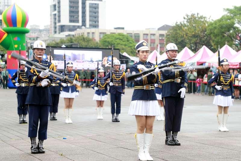 20190413-第三屆全國高級中等學校儀隊競賽北區預賽,圖為第一名新興高中。(陸軍司令部提供)