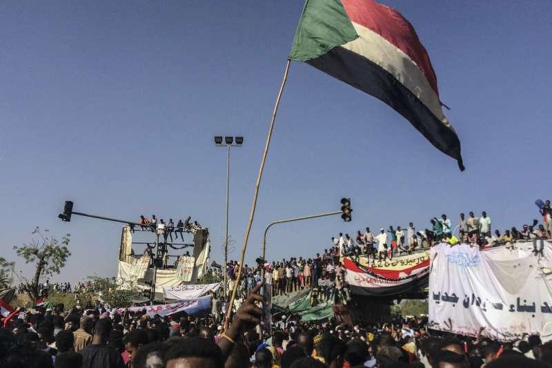 蘇丹總統巴希爾遭軍方推翻(AP)