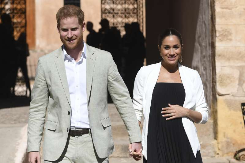 英國梅根王妃6日誕下小王子,哈利王子開心宣佈母子均安(AP)