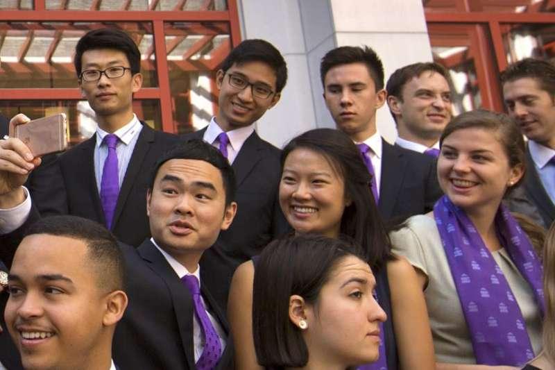 美中之間的施瓦茲曼訪問學者項目2016年9月10日在北京的清華大學成立。(美聯社)