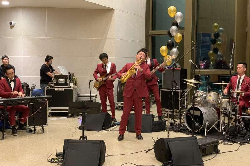 美國在台協會(AIT)慶祝《台灣關係法》40周年,請來台灣無限融合爵士樂團演出(簡恒宇攝)