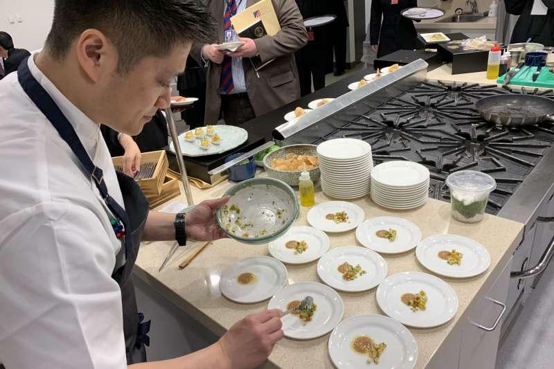 美國在台協會(AIT)慶祝《台灣關係法》40周年,請來旅美台灣主廚劉世揚一展廚藝(簡恒宇攝)