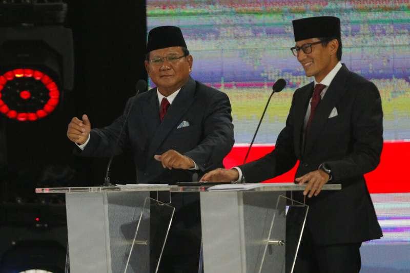 印尼總統候選人普拉波沃(左)與他的副手桑迪阿加・烏諾。(美聯社)