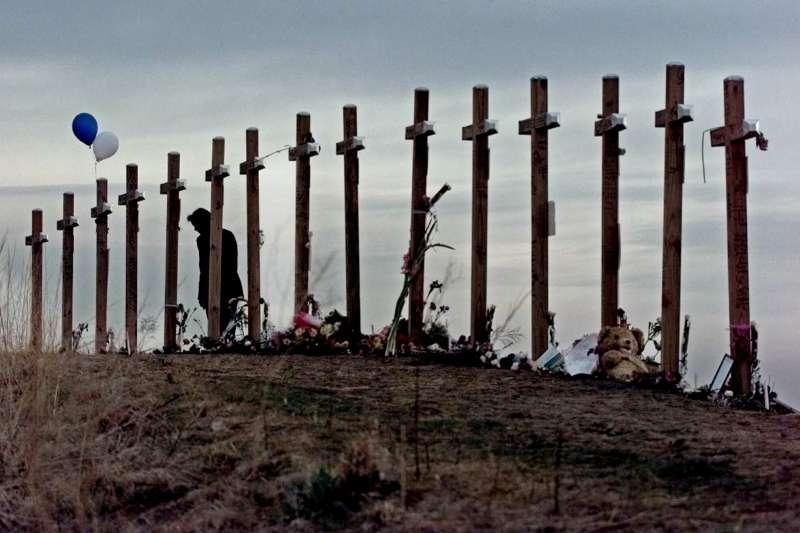 1999年4月20日,美國科羅拉多州科倫拜高中(Columbine High School)發生校園槍擊案,寫下美國治安史與教育史血腥的一頁(AP)