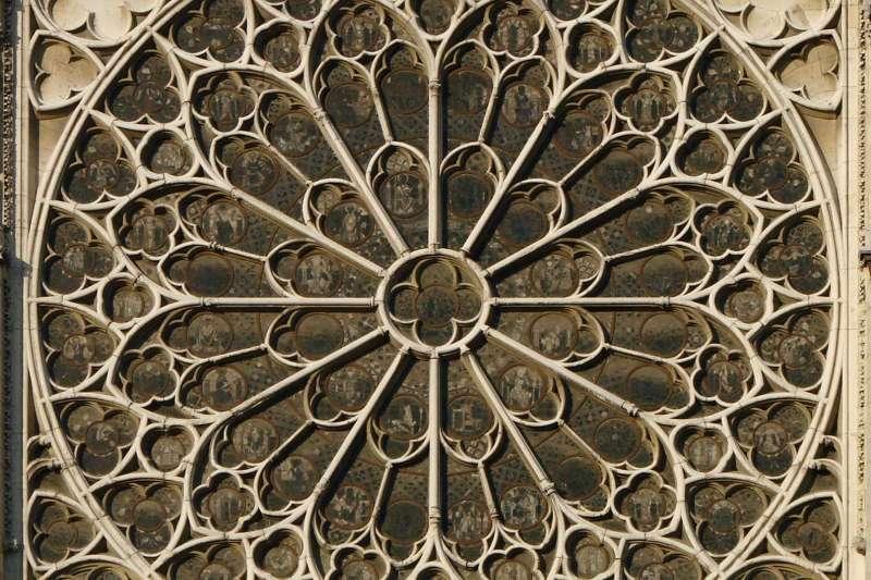 法國「巴黎聖母院」大教堂著名的玫瑰花窗(Wikipedia / Public Domain)