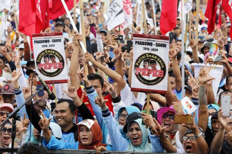 印尼大選4月17日登場,圖為普拉伯沃的ˊ支持者。(AP)