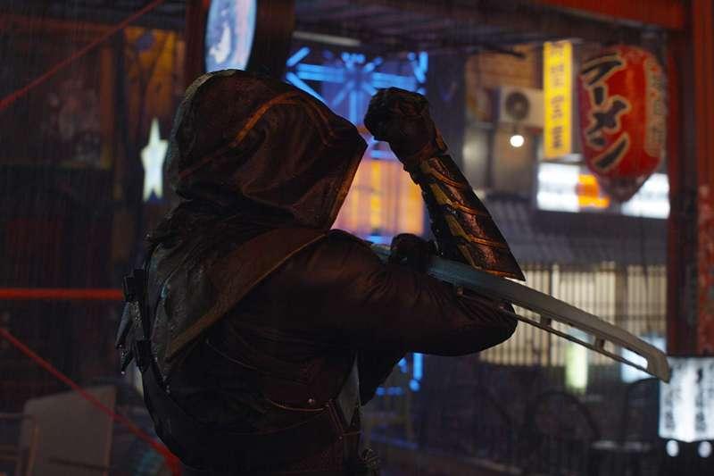 鷹眼的摯親在眼前灰飛煙滅,激起他強烈的復仇慾望變為浪人,能靈活使用日本武士刀及其他忍者武器。(取自IMDb)