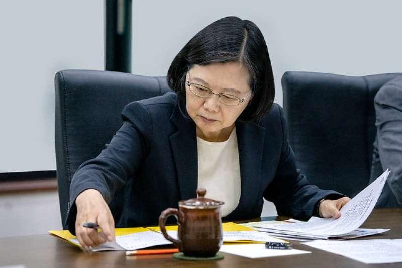 台灣民意基金會21日公布最新民調,有約3成5基本上贊同總統蔡英文處理國家大事的方式,但仍有5成3的人不贊同。(資料照,取自總統府)