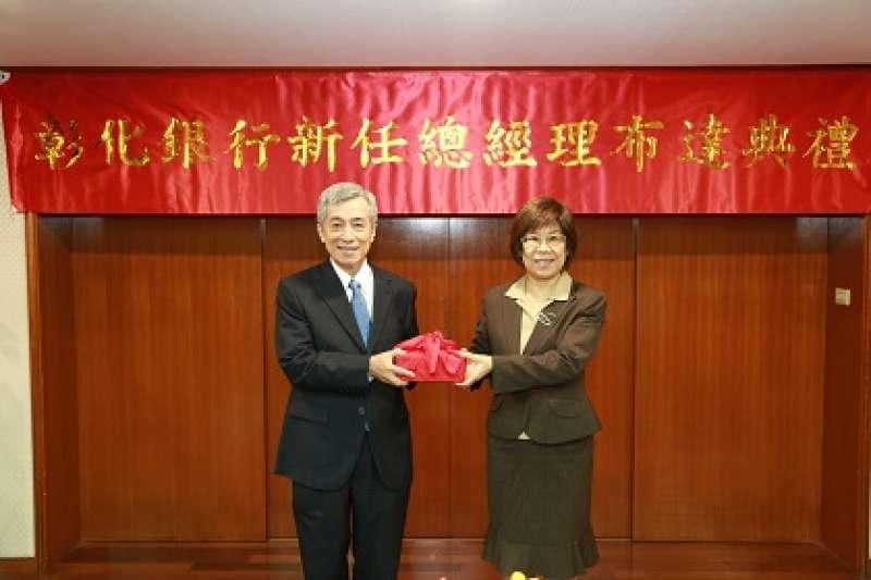 由右至左為彰化銀行董事長凌忠嫄、總經理黃瑞沐。(圖/彰化銀行)