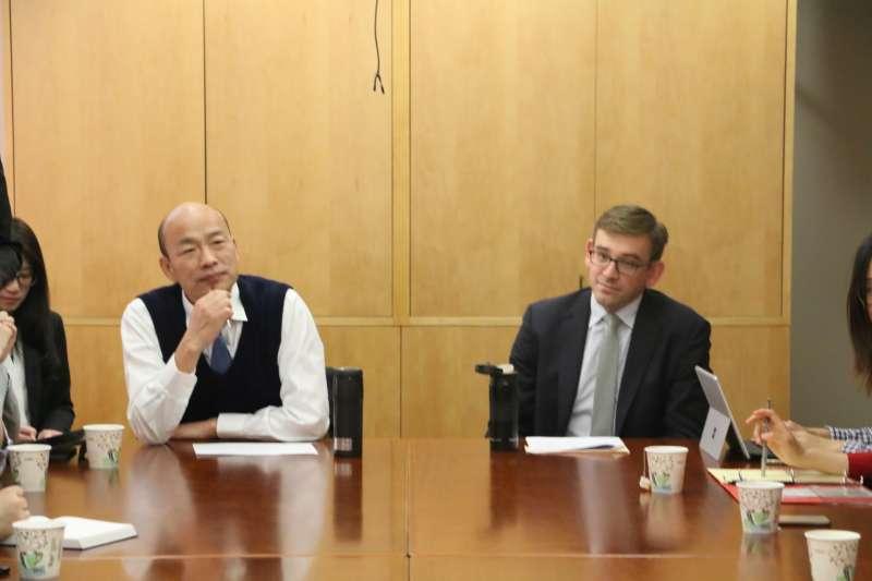 韓國瑜話題不斷,在國內則有中常委為他想出「民調徵召」的新招。(高雄市政府提供)