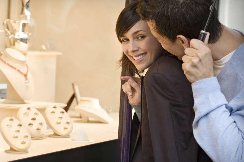圖一、全球十大婚戒品牌 AMC 鑽石建議挑選鑽戒時可參考四大挑選法則(圖/AMC鑽石婚戒)