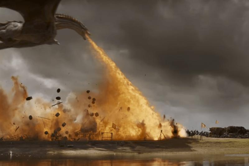 《冰與火之歌》第8季剛剛上映,全球瘋追。但你知道這部史詩大作是怎麼拍的嗎?原來許多驚人場景竟不全是特效!拍巨龍是用「真火燒真人」,萬馬奔騰戰場也用了50-60位技藝精湛的騎師。(圖/影製所DC FILM SCHOOL提供)