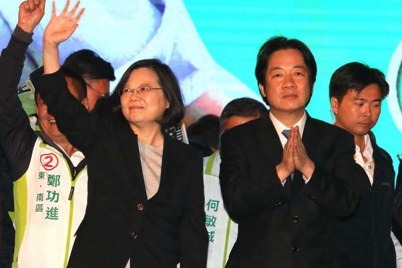 蔡英文(左)、賴清德(右)初選之爭儘管延後,但蔡英文的民調還是落後於賴清德。(柯承惠攝)