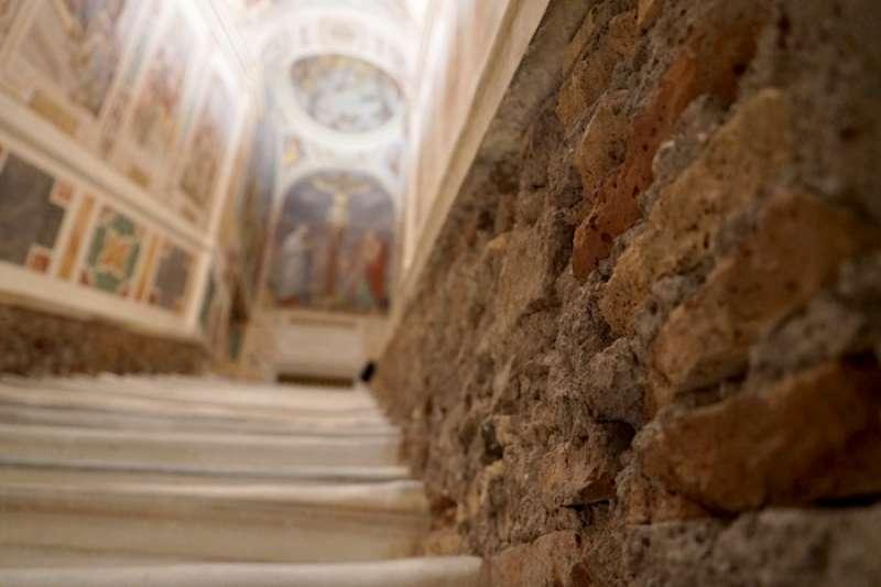 獨自與耶穌在苦路相遇的階梯(曾廣儀攝)
