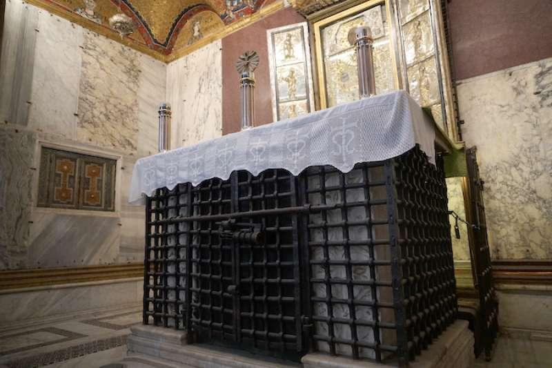 用做祭台的大柏木箱(曾廣儀攝)