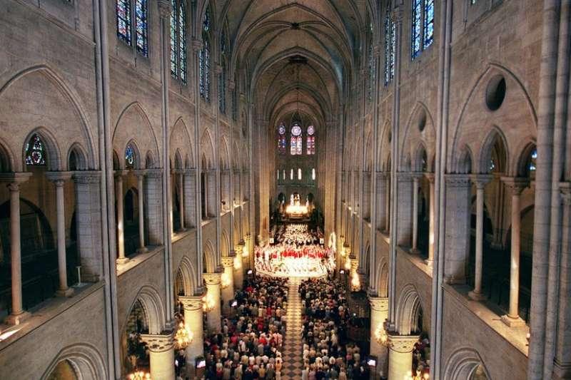 巴黎聖母院在17、18世紀時曾進行過大量的翻新、維修和擴建。(BBC中文網)
