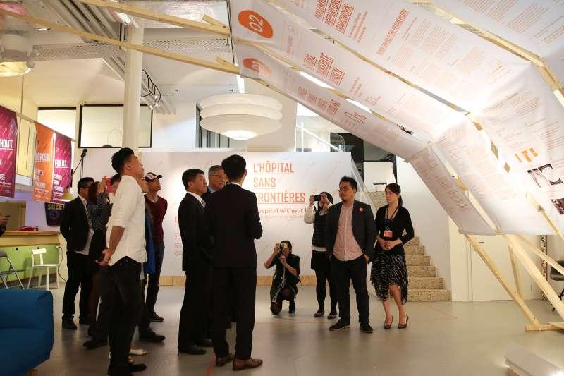 來自醫療、科技、設計、媒體等不同專業領域,超過50名青年共同成立「台灣世衛外交協會」,希望透過群募達到醫療外交之效。圖為2018無國界醫院展成果照。(世衛外交協會總召集人姜冠宇提供)