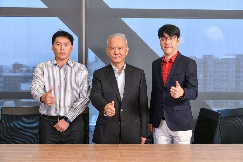味全龍在今日公布領隊以及教練團人選,葉君璋(左)將執掌兵符。 (圖/頂新集團提供)