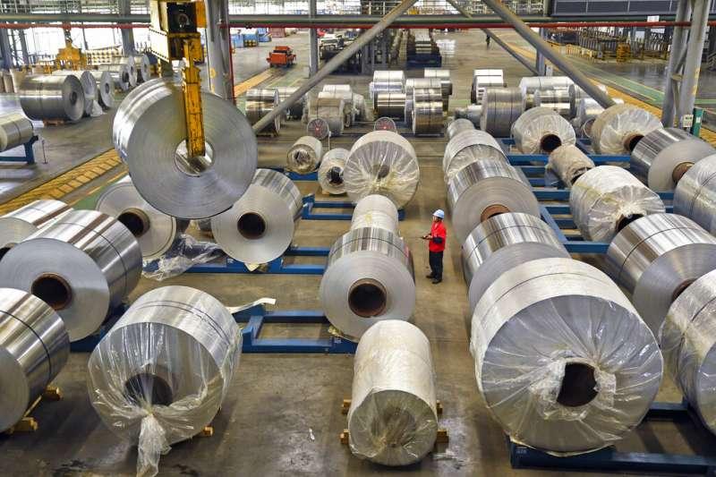 中國經濟,廣西南寧的鋁廠。(美聯社)