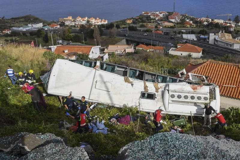 葡萄牙馬德拉群島發生重大車禍,造成29死28傷(AP)