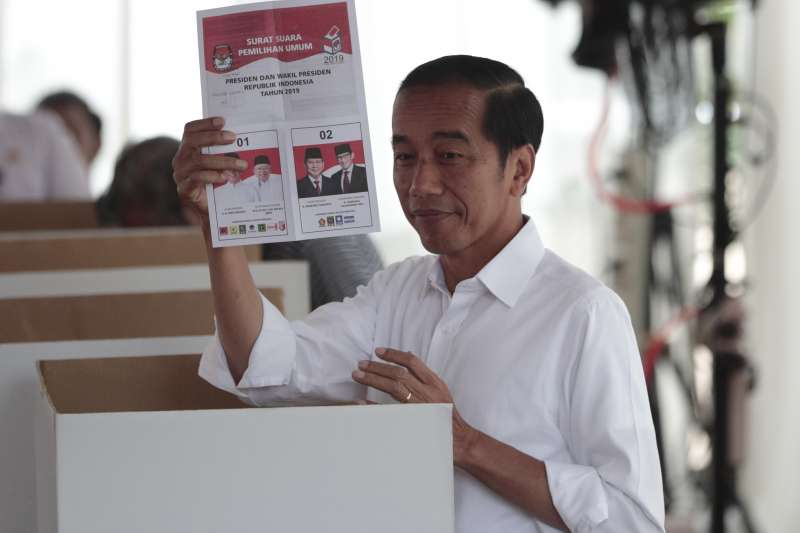 印尼17日舉行總統選舉,根據初步的非正式計票結果,現任總統佐科有望連任成功(美聯社)
